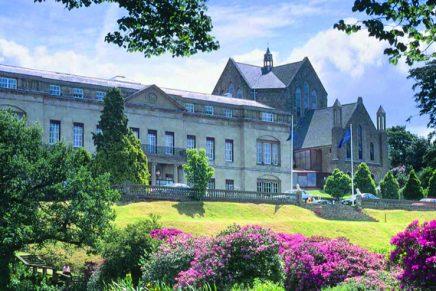 Easton Corbin signs sponsorship agreement with Diamond Resorts